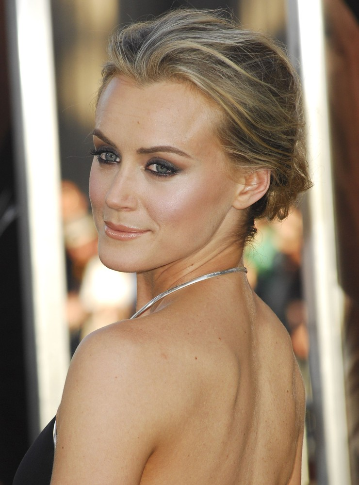 Taylor Schilling Exercises and workout: